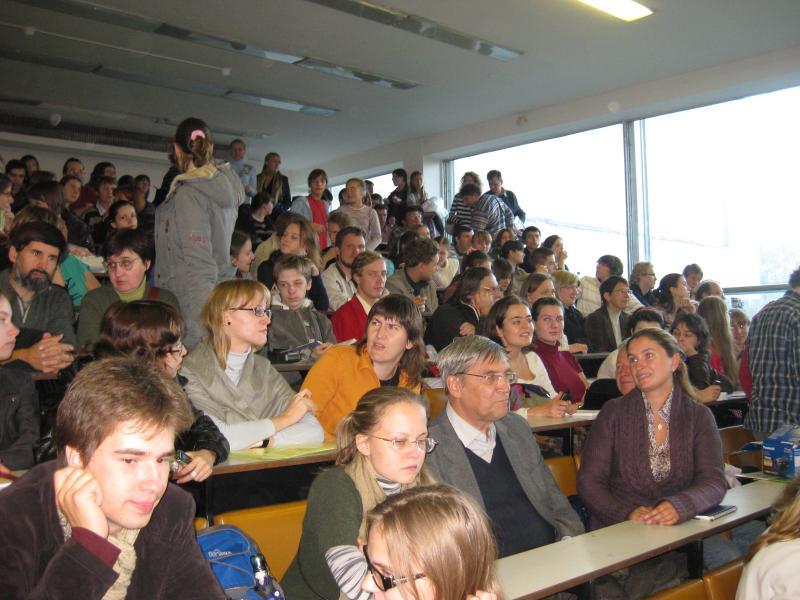 Аудитория перед лекцией А. А. Зализняка о новых берестяных грамотах