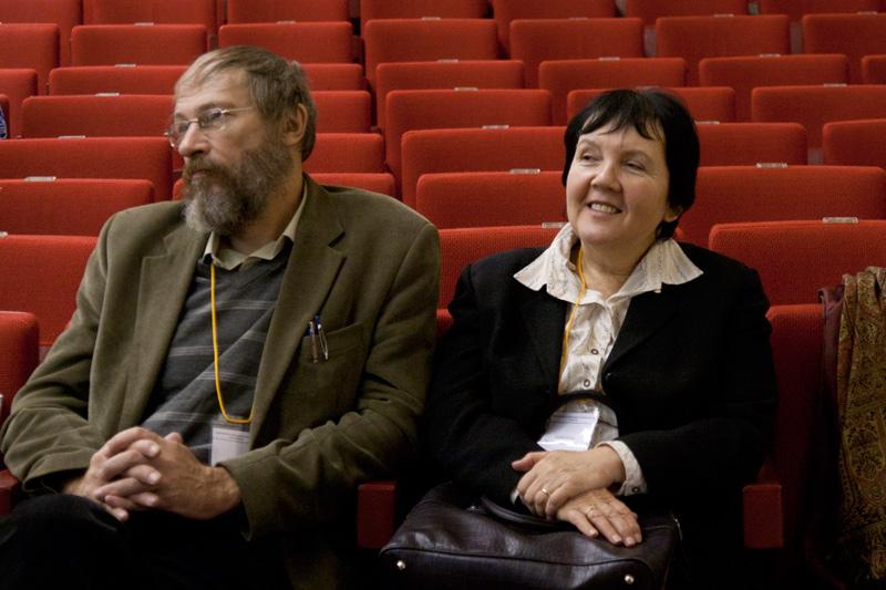 Юбилей кафедры 2010. Слушатели конференции И.М. Кобозева и Л.М. Захаров